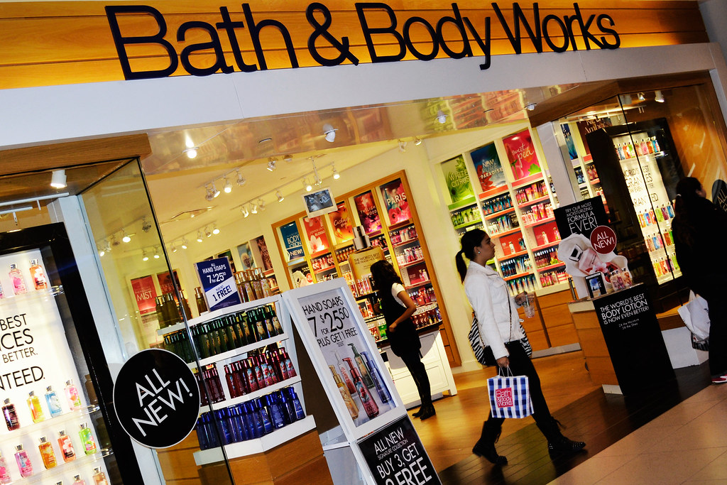 Bath and Body Works Store Canada This is a shot of the Bat bath and body  works toronto canada CasadediousBath And Body Shop Toronto  Bath and Body Works store in the Mall  . Bath And Body Shop Toronto. Home Design Ideas