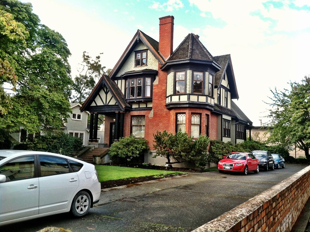 Beautiful old house victoria bc canada eli anne for Beautiful classic houses