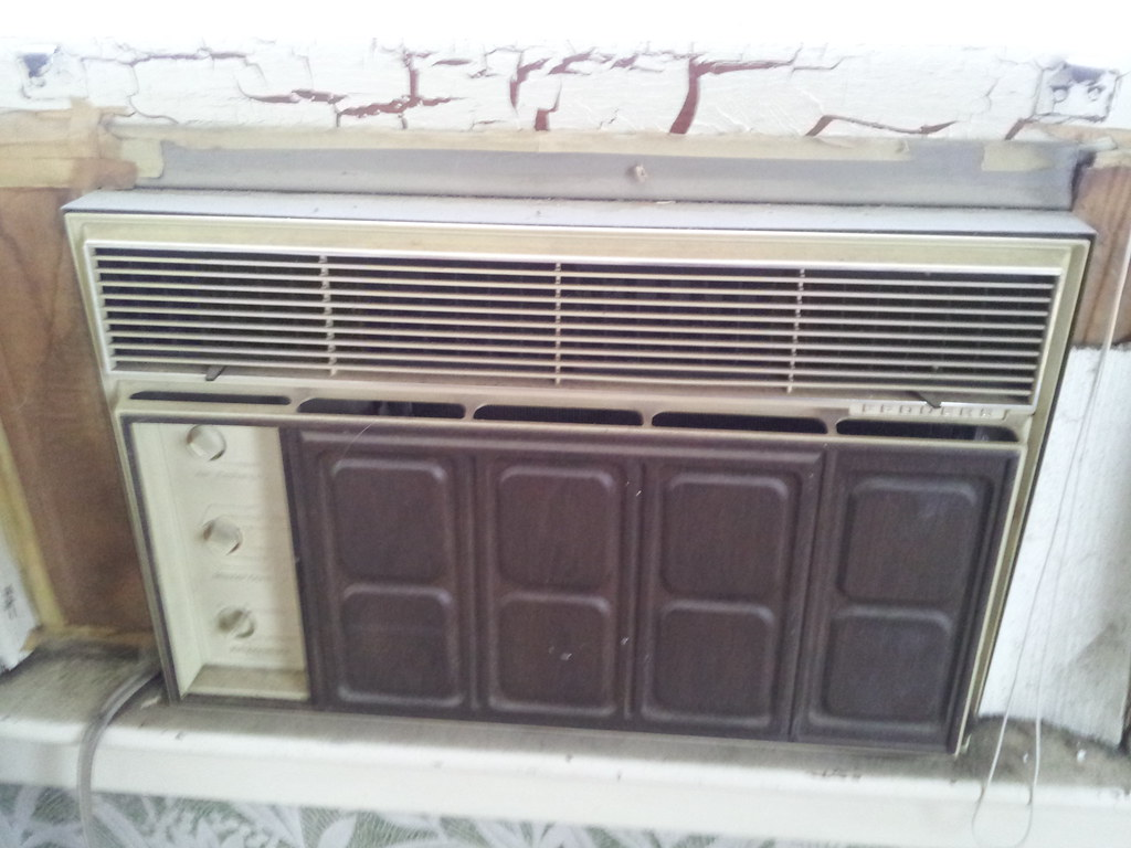 Fedders Air Conditioner >> 70's Larger Small Fedders Inside | Went to look at a house t… | Flickr