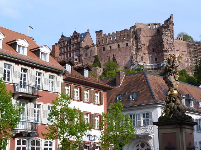 Kornmarkt y el castillo de Heidelberg (Alemania)