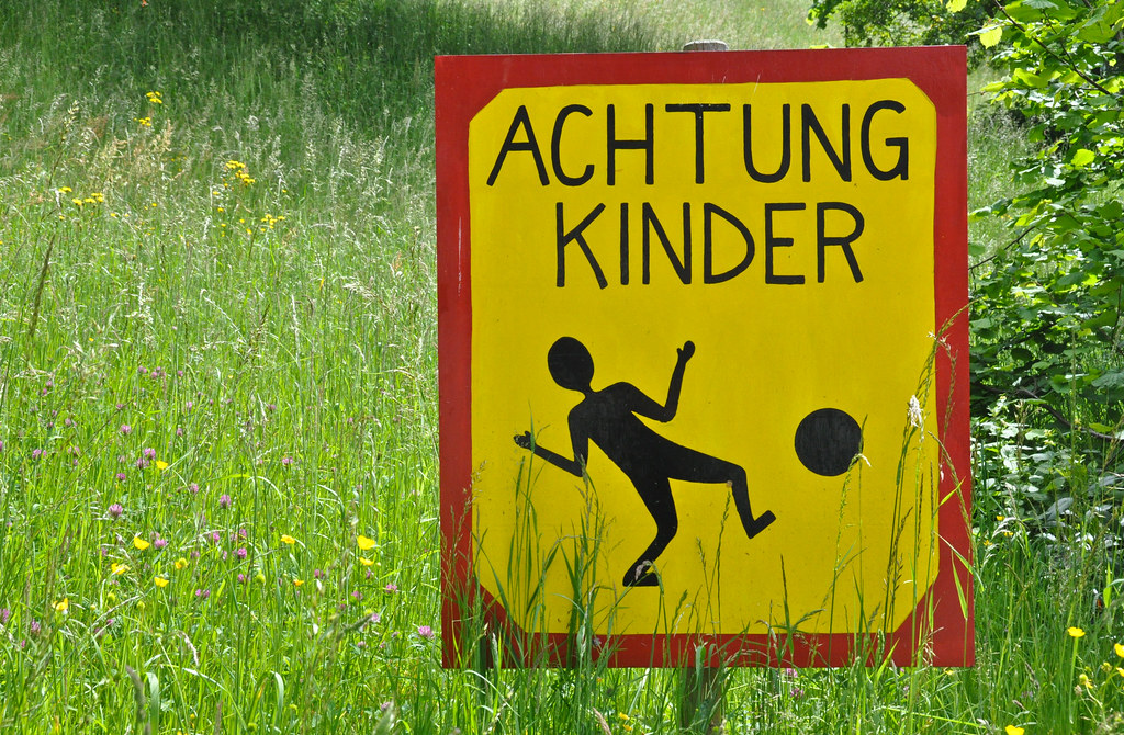 schild achtung kinder schild achtung kinder flickr. Black Bedroom Furniture Sets. Home Design Ideas