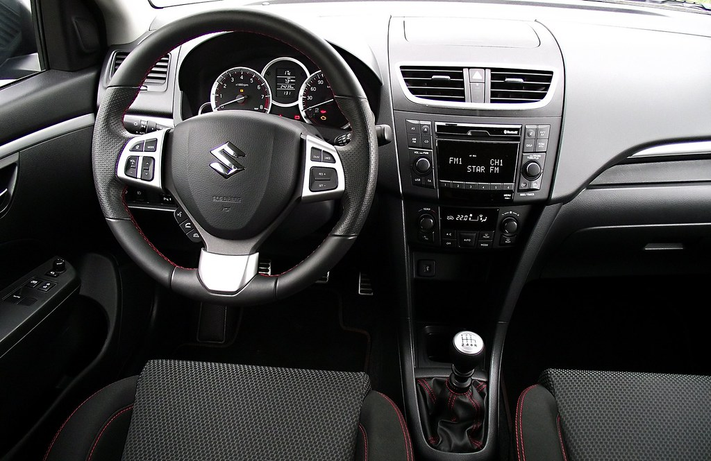 Suzuki swift sport fz nz 2013 cockpit interieur innenraum for Interieur sport wilkinson