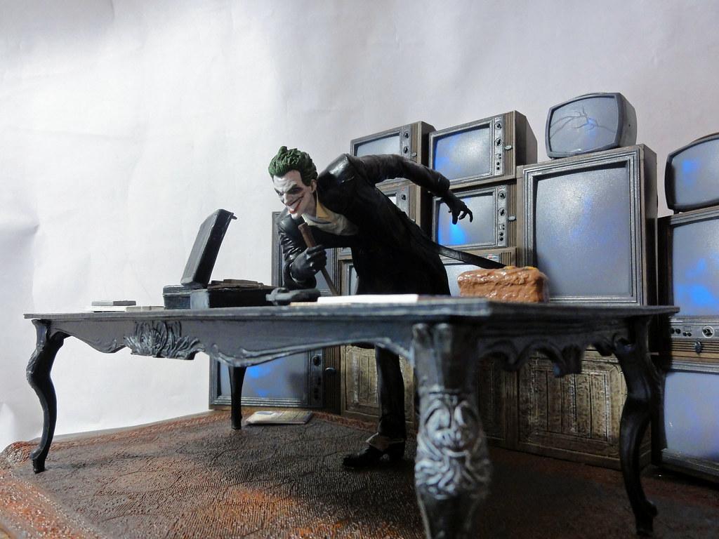 Arkham Joker Statue Arkham Origins Joker Statue