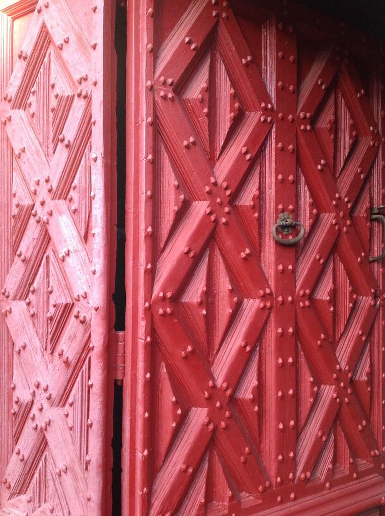 Porte de l 39 eglise st pierre a vic sur c re office de tourisme carlad s cantal flickr - Office de tourisme vic sur cere ...