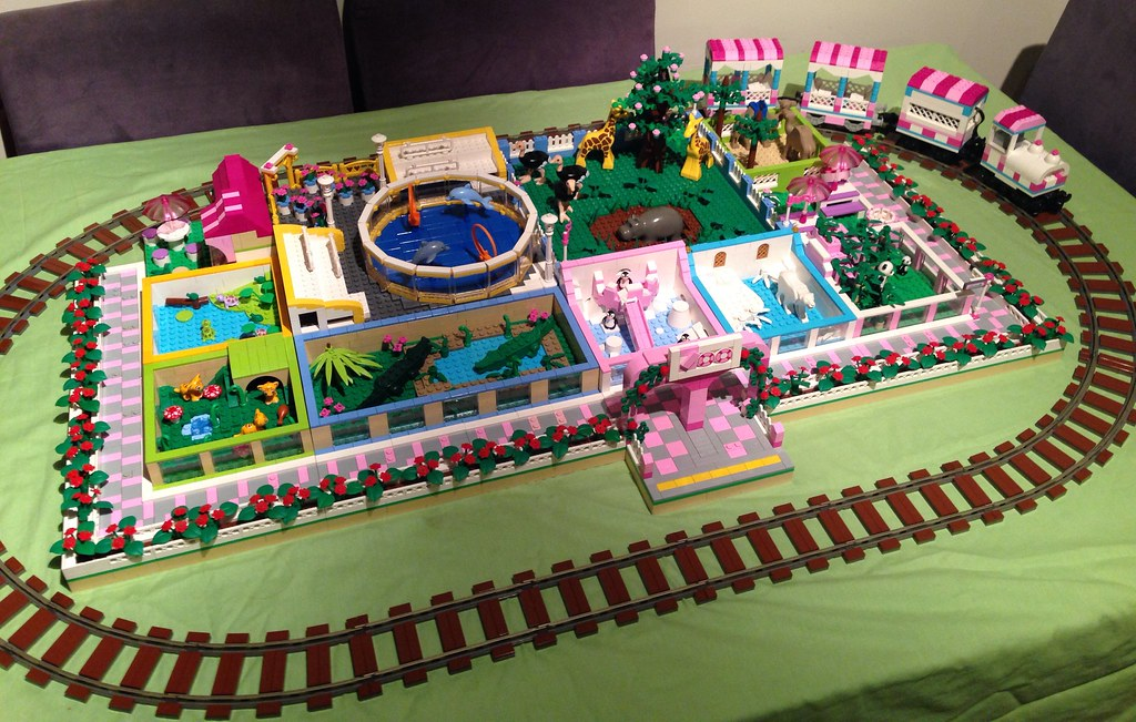 Lego zoo   My first lego zoo for a public display. Built ...