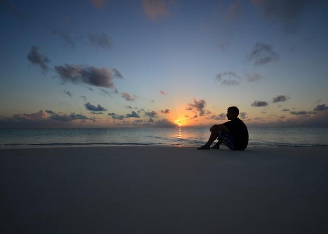 Espectacular atardecer desde nuestra isla desierta en Maldivas