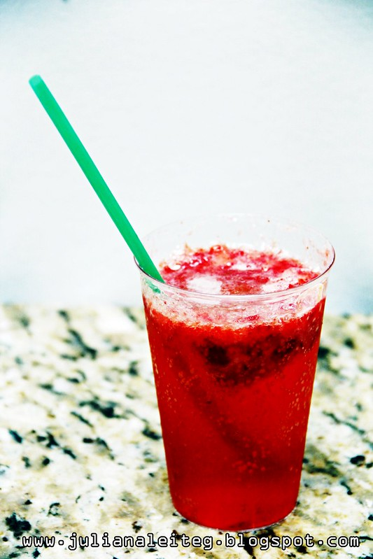 bebida refrescante receita blog refrigerante juliana leite frutas morango canudo diferente gelo para convidados lanches
