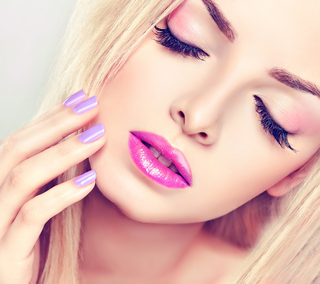 Beautiful Blonde Girl With Lilac Makeup Mr Kanpuc Flickr
