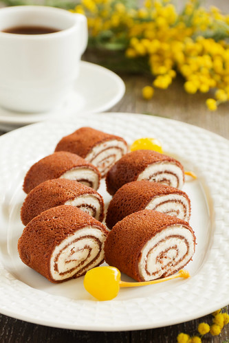 Rolls of chocolate pancakes with cottage cheese.
