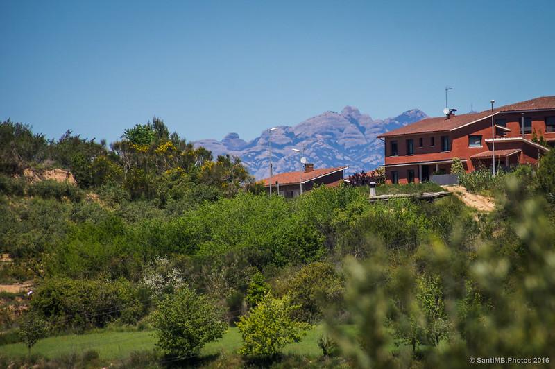 Montserrat a lo lejos