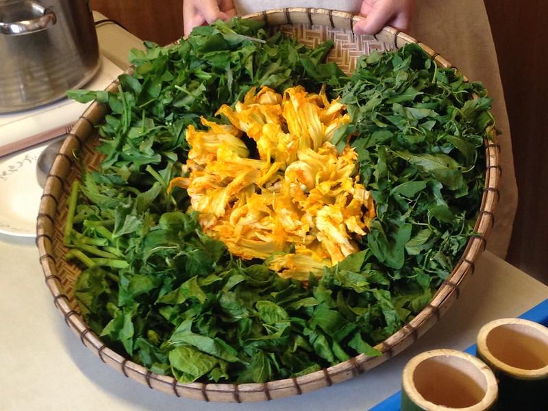 阿美族食用的各式野菜,如龍葵、紫背草、木鱉子、南瓜等,讓餐桌豐盛多樣,有賴區域保種。攝影:廖靜蕙