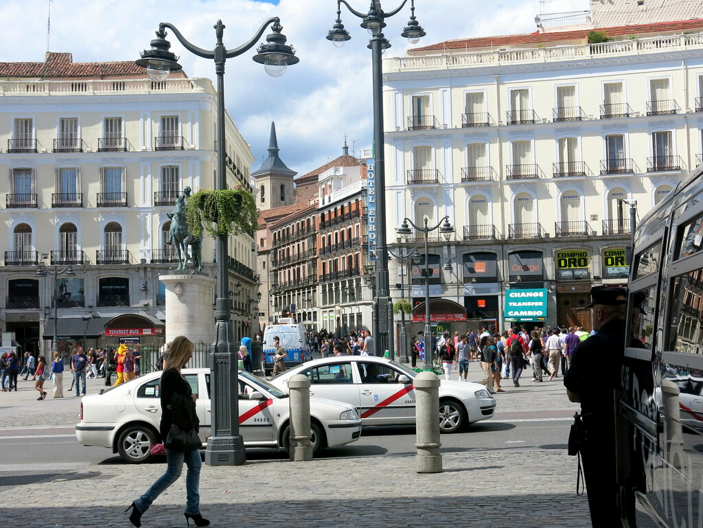 Calles De Madrid Puerta Del Sol Y Calle Del Carmen
