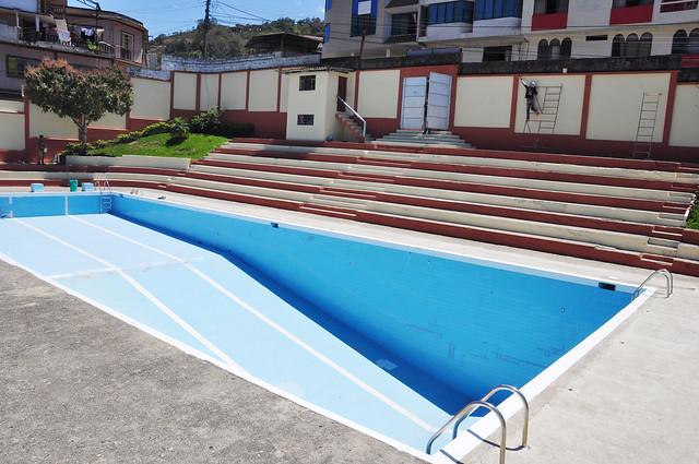 Adecentamiento y pintado de la piscina municipal flickr for Pintado de piscinas