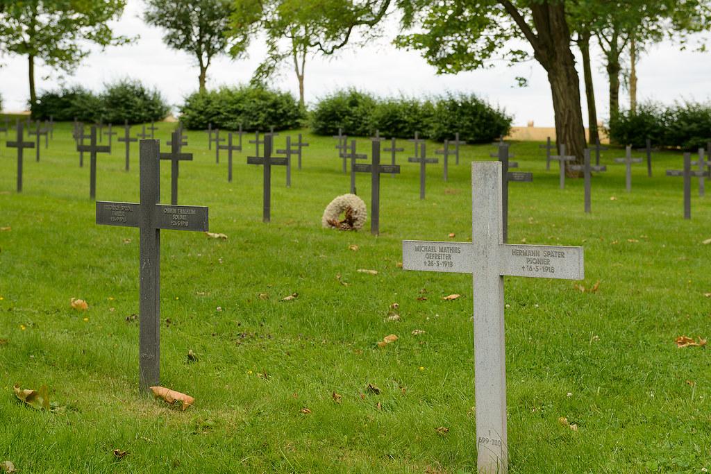 Neuville saint vaast german military cemetery la maison b for B b la maison st hubert