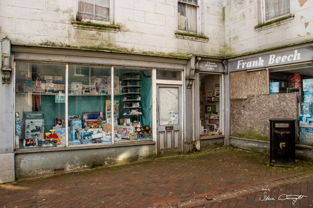 SW toys and other toy treasures discovered in a toy shop closed since 2009!  12823962905_ee2c4b2b1b_b