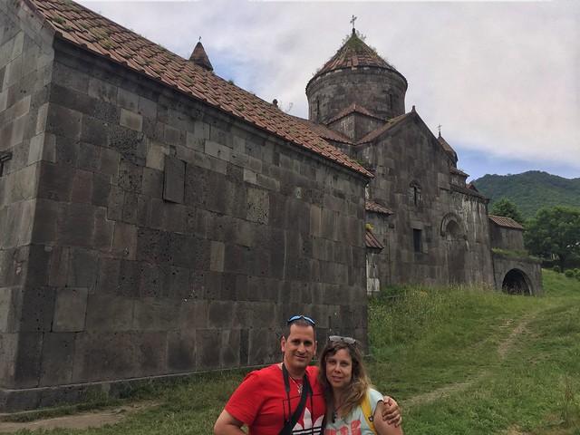 Sele y Rebeca en el Monasterio de Haghpat (Armenia)