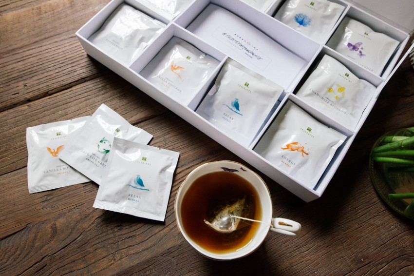 TEALEAVES x Pantone | HONEY & SILK