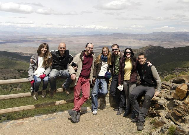 Todo el grupo en uno de los miradores del puerto de la Ragua en las Alpujarras