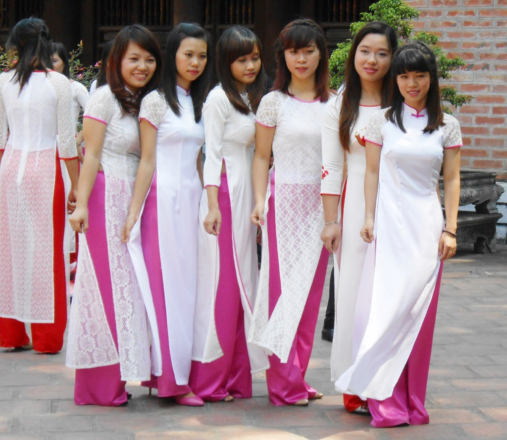 Perfect Impression Of Vietnamese Southern Women Costumes  Vietnamese Clothing