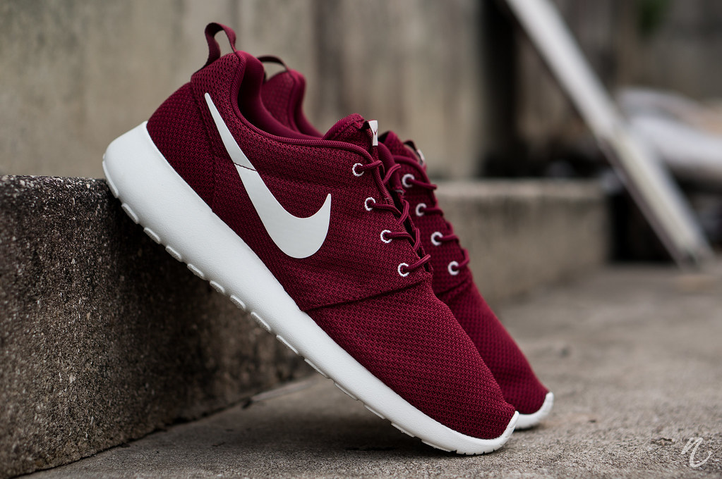 Cheap Buy Roshe Sneakers Team Red | AURA Central Administration Services