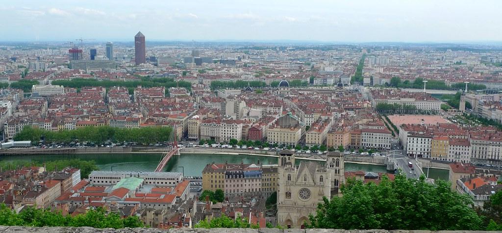 Vue ville de lyon depuis la basilique luc legay flickr for Piscine lyon