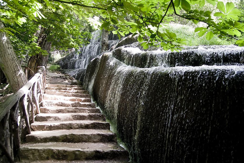 Parque natural del monasterio de piedra cascadas de los f for Cascadas de piedra