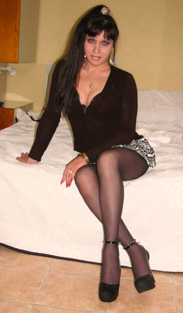 Middle eastern amateur housewife - 3 2