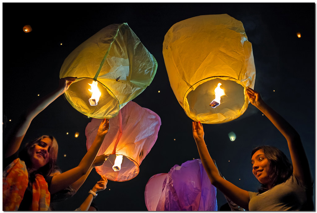 diwali lanterns young ladies fly sky lanterns on the eve o flickr