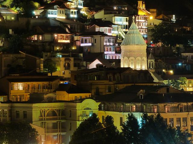 Foto nocturna de Tbilisi (Georgia)