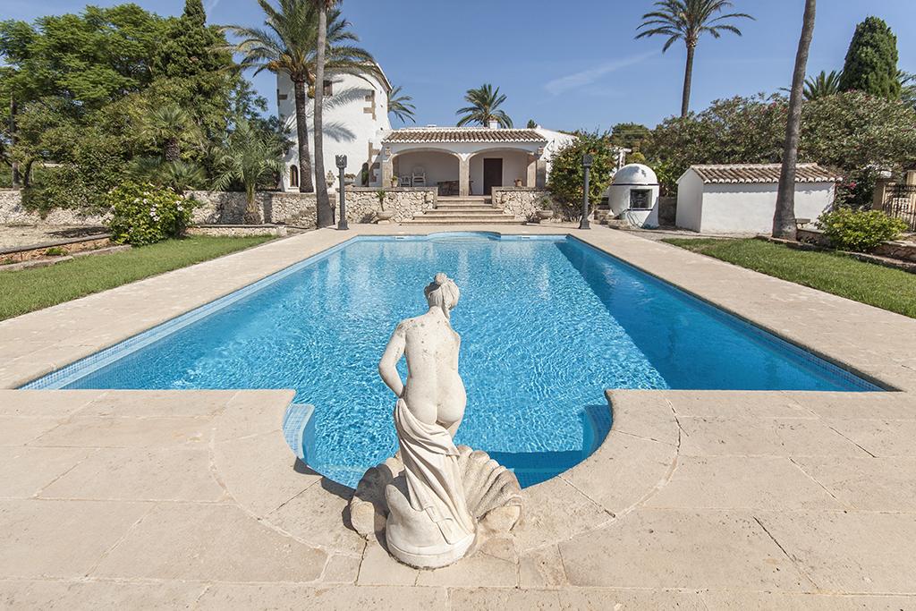 Piscina r stica rustic pool piscina rectangular con for Gunitec piscinas