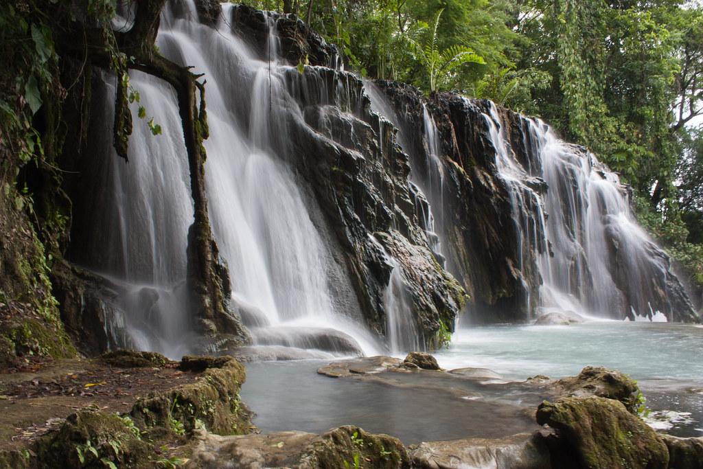 Cascadas villa luz cascadas en el parque acu tico for Cascadas para jardin fotos