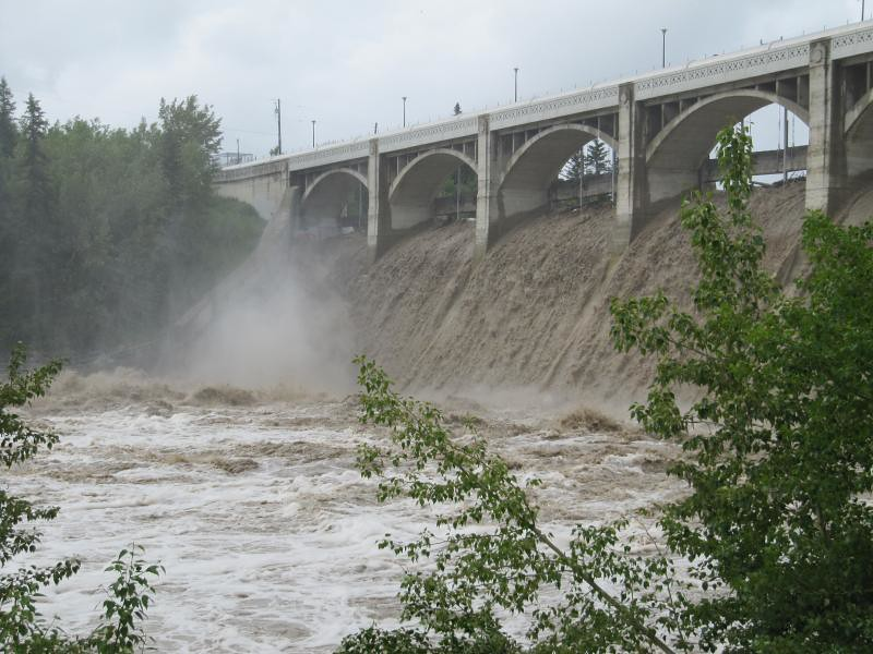 Flooding Glenmore Dam | Usually there is no water spilling o… | Flickr
