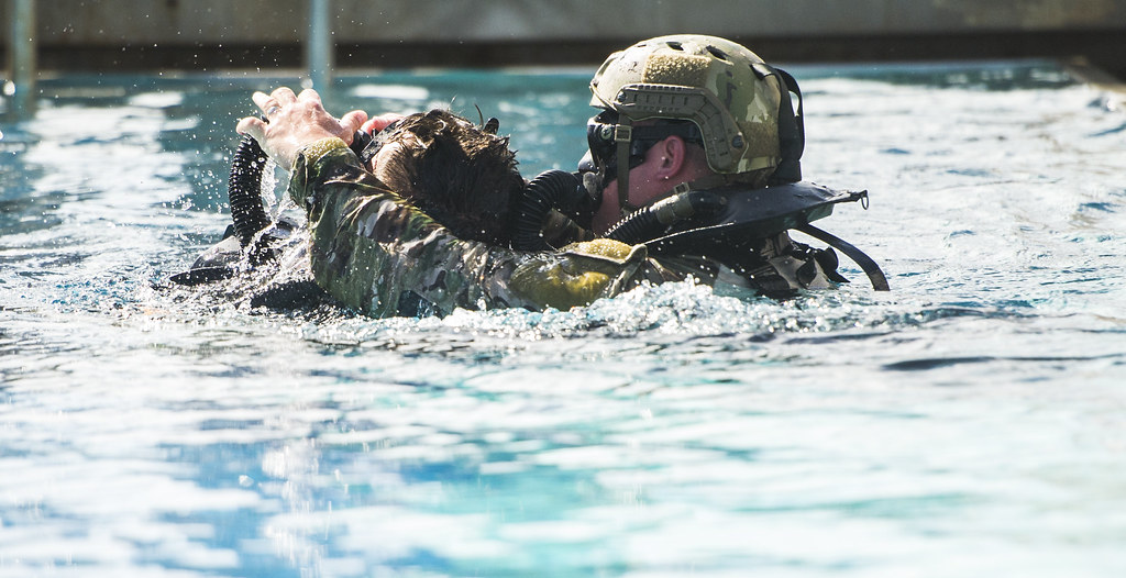 15873042544df91ff7788o special forces underwater