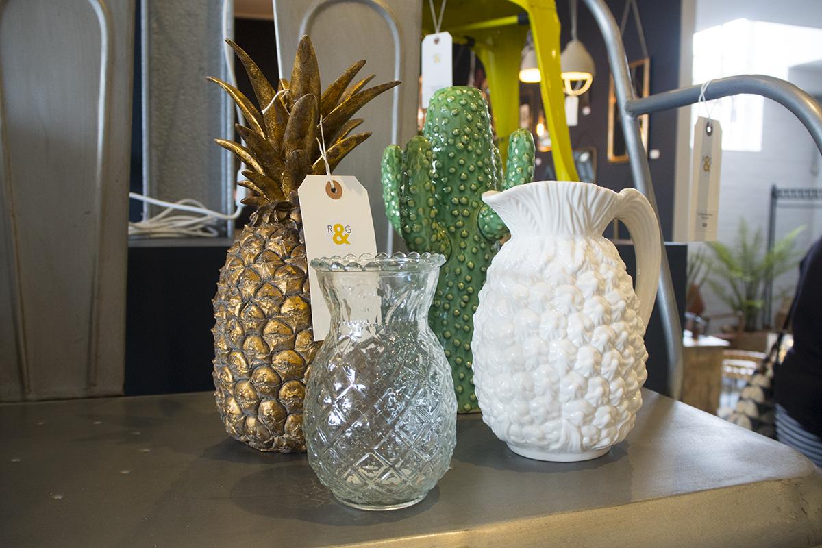 rose-and-grey-pineapple-decor