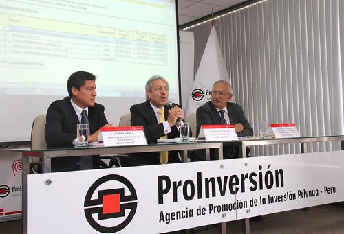 Sr. Javier Correa Merchan Director de Promoción de Inversiones de ProInversión; Sr. Gustavo Villegas, Secretario General (e) de ProInversión y el Sr. Anibal del Águila, Jefe de proyecto en temas de Transmisión eléctrica de ProInversión