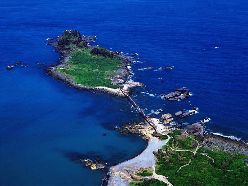 A világ legfurább gyaloghídja sárkányként köt össze két szigetet 4