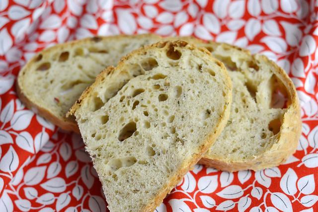 Pan con queso parmesano y tomillo
