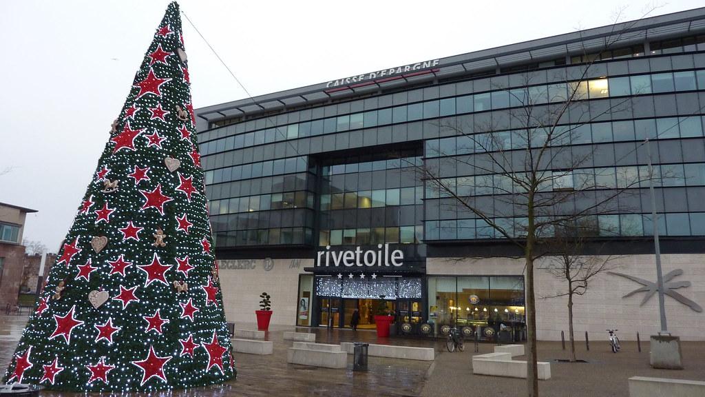 Sapin devant le centre commercial rivetoile strasbourg e - Centre commercial rivetoile ...