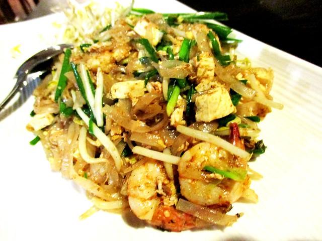 Flavours Thai Kitchen pad thai 1