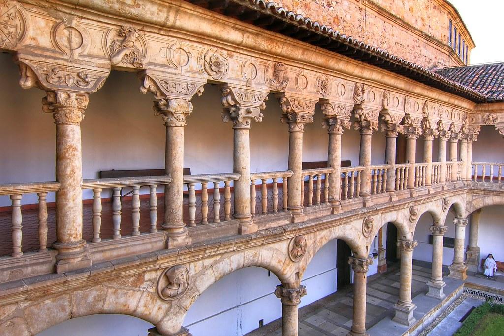 Claustro con monja. Convento de las Dueñas. Salamanca, Spa ...