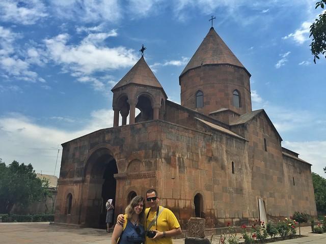 Sele y Rebeca en Echmiadzín (Armenia)
