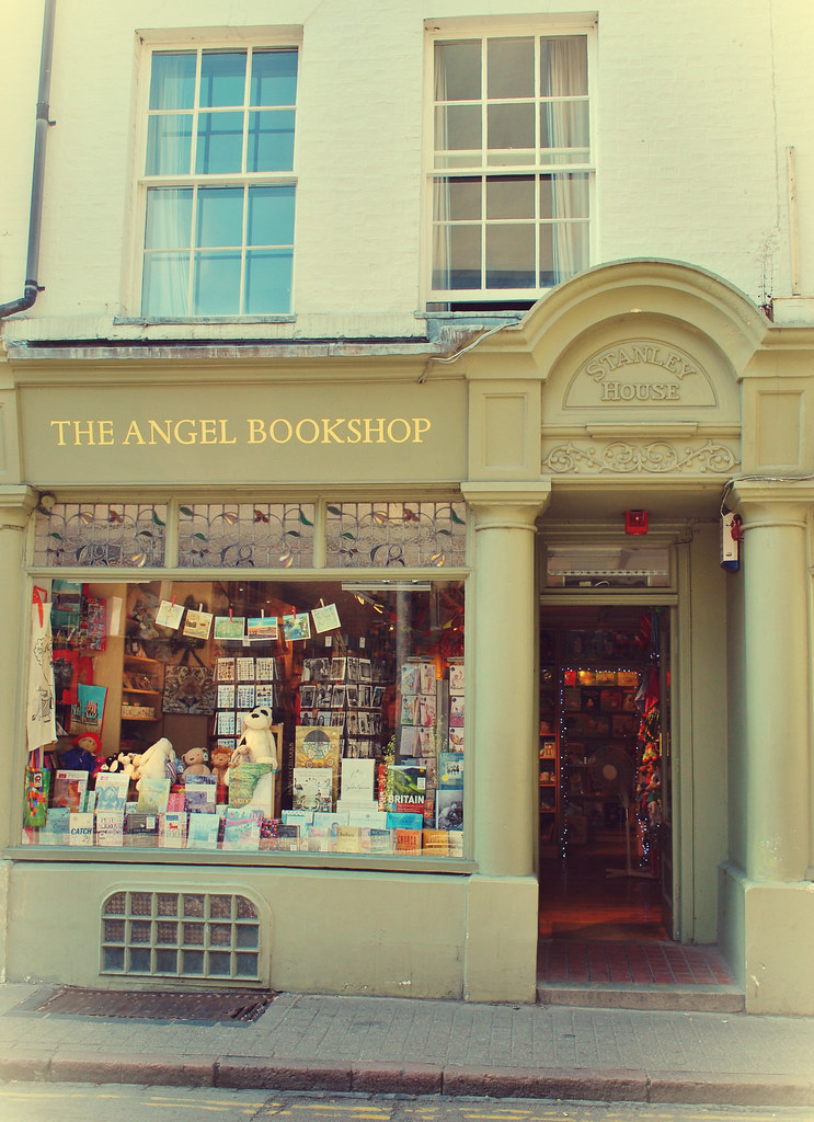 The Angel Bookshop | Cambridge | Camila Román Demo