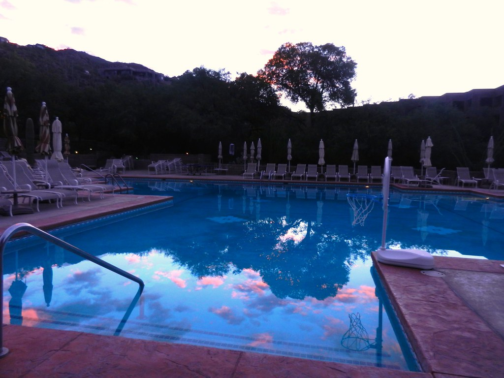 Loews ventana canyon resort swimming pool at dawn august flickr for Phoenix swimming pool white city