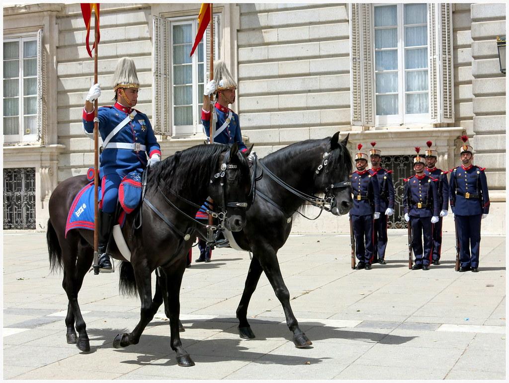 Los miércoles, cambio de guardia en el Palacio Real-099