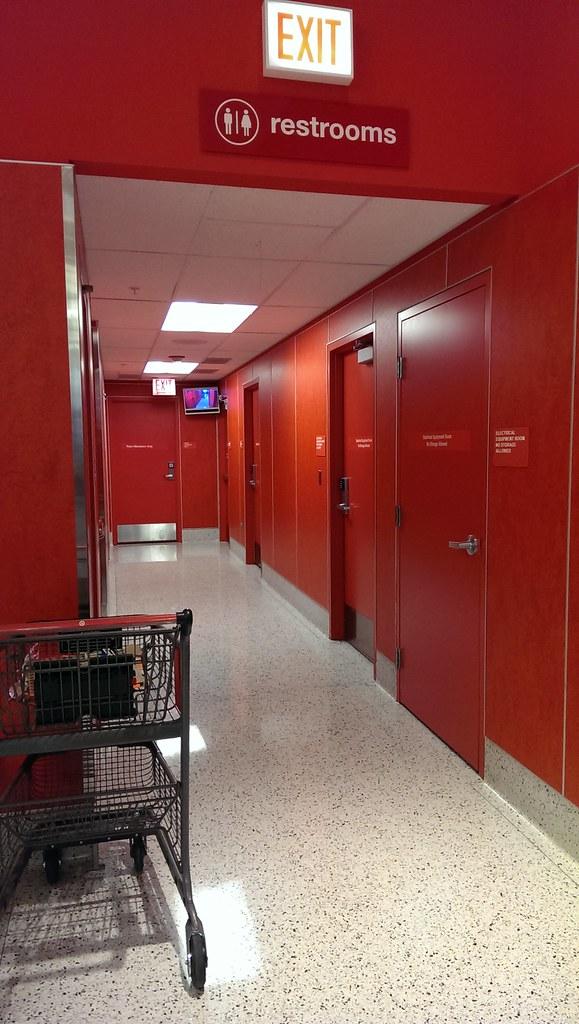 Super Target - Davenport (Quad Cities), Iowa - Men's Restr ...  |Target Store Restroom