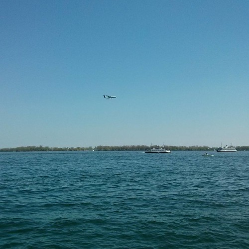 Coming in for a landing #toronto #lakeontario #harbourfront  #torontoislands #airplane