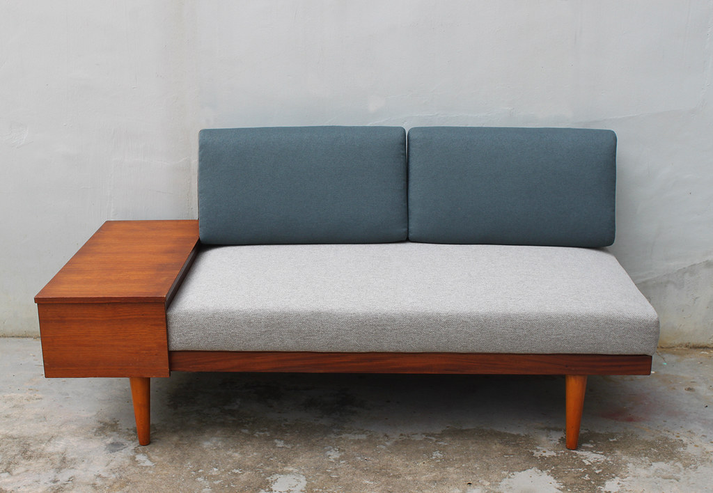 Gone sofa with attached side table gone at a loss for for Sectional sofa with table attached