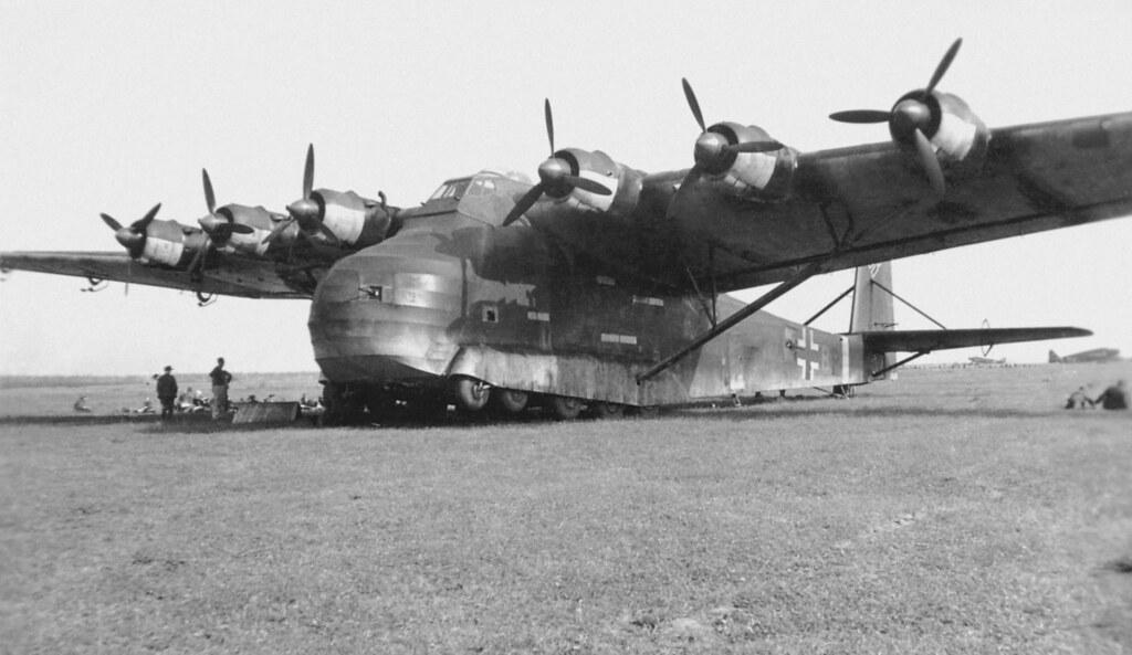 Сгоревший на аэродроме в тунисе тяжелый транспорт мессершмитт ме323, 1943 г