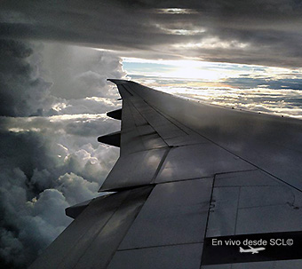 Avión neutro wingview nubes negras (S.Díaz)