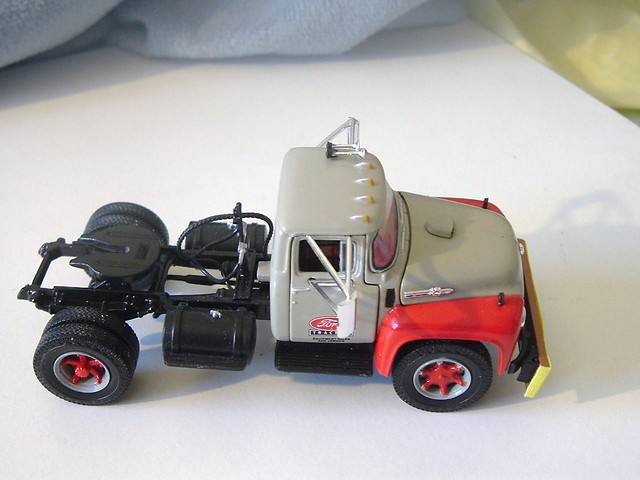 1956 Ford F-800 Tractor 003